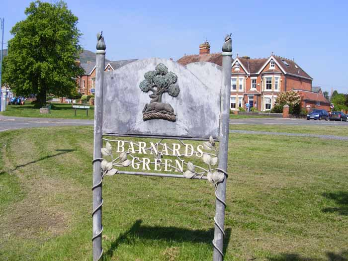 Barnards Green sign
